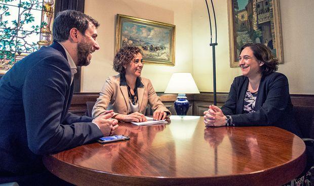 Foto histórica entre Gobierno, Cataluña y Barcelona por la sanidad y la EMA