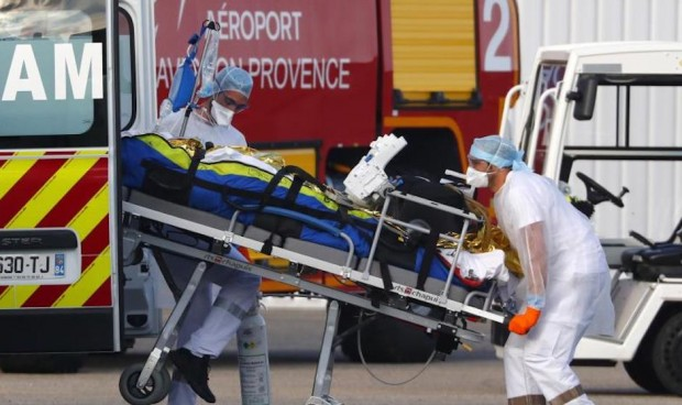 Francia suspende de empleo y sueldo a los sanitarios que no estén vacunados