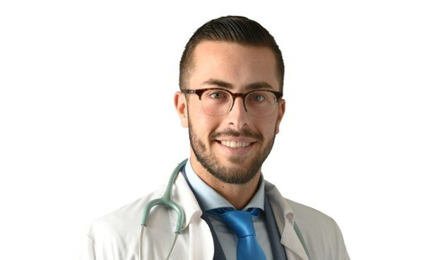 Acusado por los médicos sevillanos de estafa, intrusismo profesional y lesiones