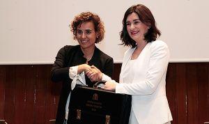 GALERÍA / Montón recibe la cartera de Sanidad de manos de Dolors Montserrat