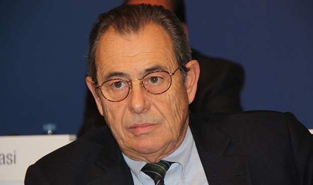 Grifols 'pasa' de la banca española para refinanciar su deuda
