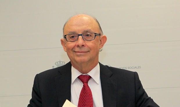 Hacienda revienta las previsiones con una OPE de 129.700 plazas sanitarias