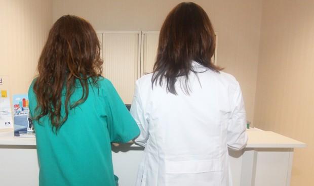 Hasta 40€/hora de diferencia en la guardia navideña de médicos y enfermeros