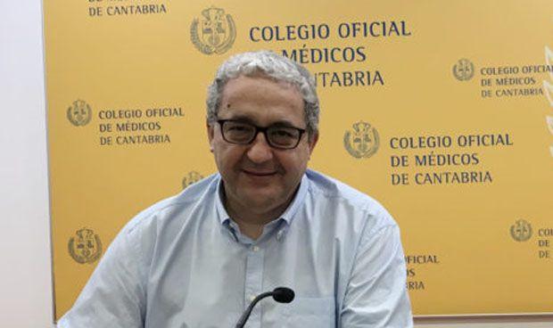 Hernández de Sande toma posesión como presidente de los médicos cántabros
