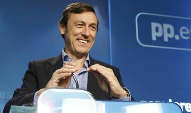 Hernando 'usa' la sanidad para desbloquear al PSOE
