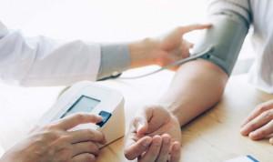 La hipertensión de bata blanca no tratada eleva un 50% el riesgo de muerte