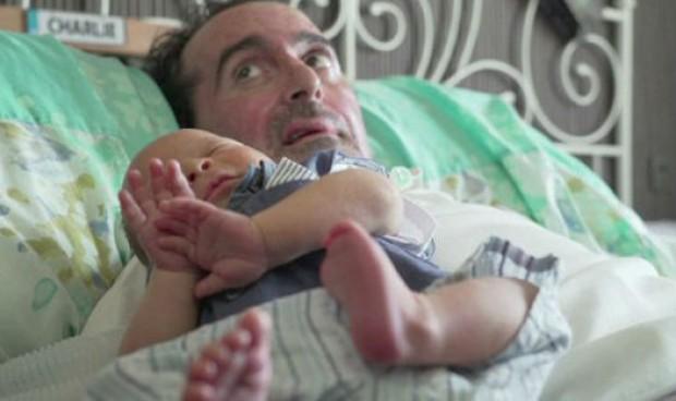 Hito en la sanidad madrileña: 'videoparto' humanizado para un padre con ELA