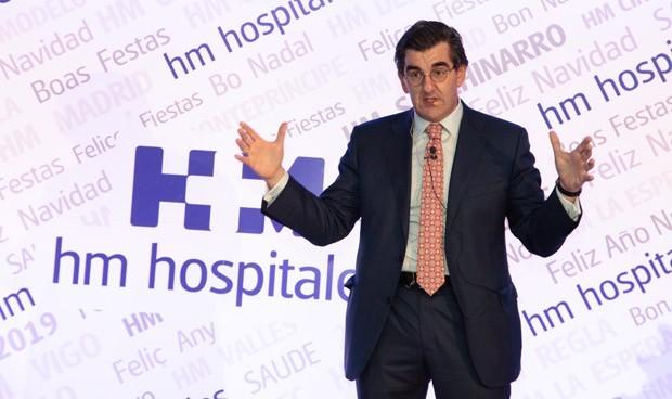 """Homenaje en HM Hospitales al """"muro"""" contra el coronavirus"""