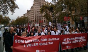 Huelga en Cataluña: los médicos cortan la Gran Vía y ocupan la sede del ICS