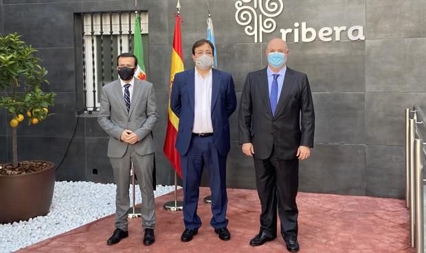 """Fernández Vara: """"La sanidad pública y privada pueden trabajar de la mano"""""""