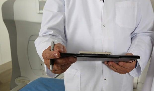 """Investigan a un médico que diagnosticó a una paciente: """"No bien follada"""""""