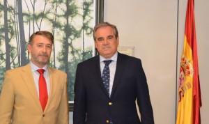 Isfas prorroga su concierto de colaboración con los farmacéuticos