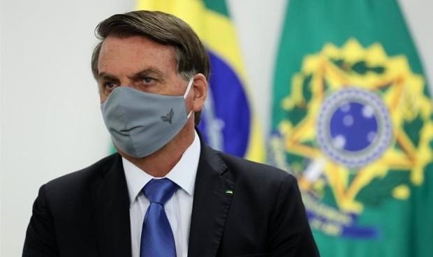 """Covid: Bolsonaro llama """"idiotas"""" a quienes piden comprar más vacunas"""