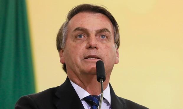 El presidente de Brasil recibe a cientos de seguidores pese a tener Covid-19
