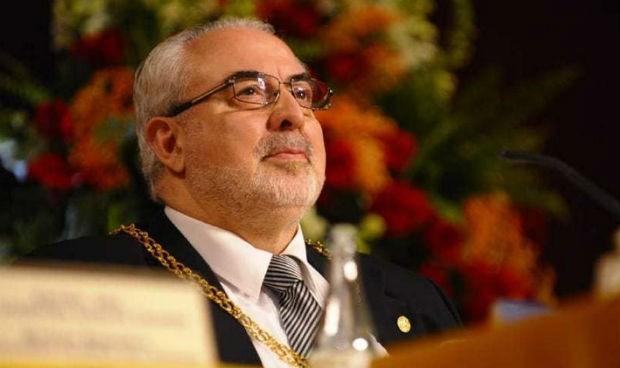 """El presidente de la UCAM asegura sin evidencia que la vitamina C """"fulmina al Covid"""""""