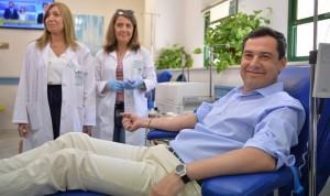 Juanma Moreno inicia una cadena de retos para motivar la donación de sangre