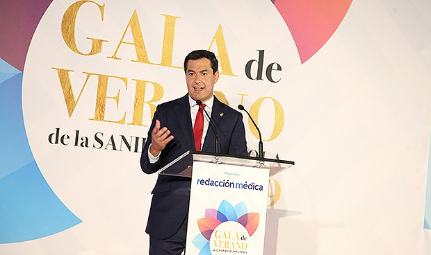 """Juanma Moreno: """"La sanidad andaluza es vocación; tira de casta y profesión"""""""