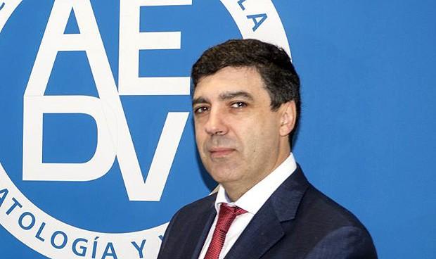 La AEDV articulará la atención dermatológica de la población inmigrante