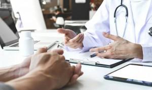 La brecha salarial crece en los médicos
