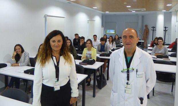 La Clínica Mompía recibe a su primera promoción de enfermeros