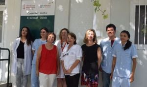 La concejala de Sanidad de Denia visita el consultorio de verano