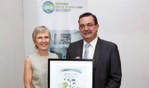 La Consejería de Sanidad, premio 'Humana' por la recogida de textil usado