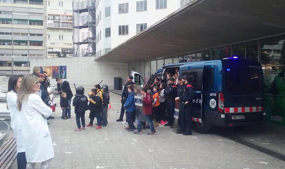 La CUP se infarta por un desfile de niños-policía en el Vall d'Hebrón
