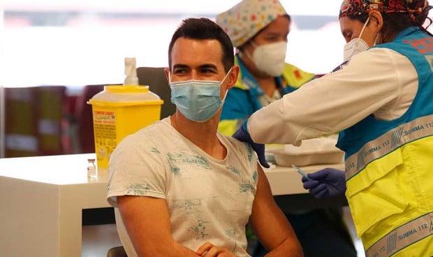 """La curiosa duda que más se repite tras la vacuna Covid: """"¿Puedo ducharme?"""""""