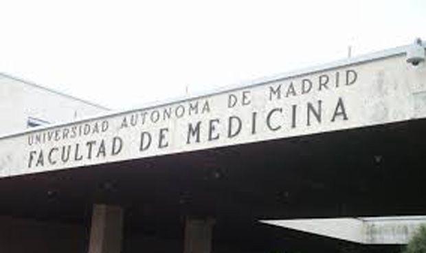 La demanda para estudiar Enfermería aumenta; la de Medicina baja
