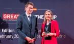 La Embajada británica en España premia el compromiso de Fenin
