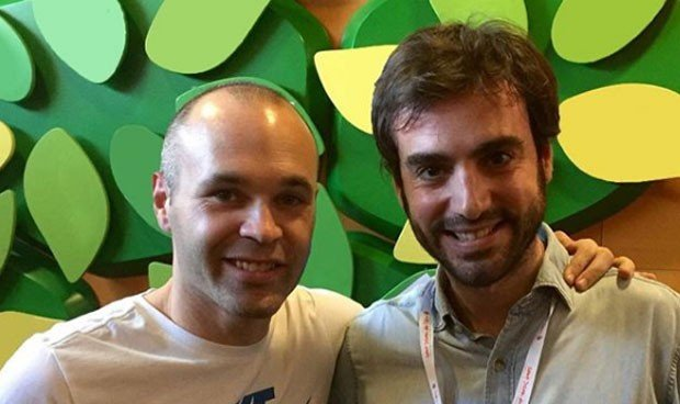 La emotiva despedida de Andrés Iniesta al pediatra Capitán Optimista