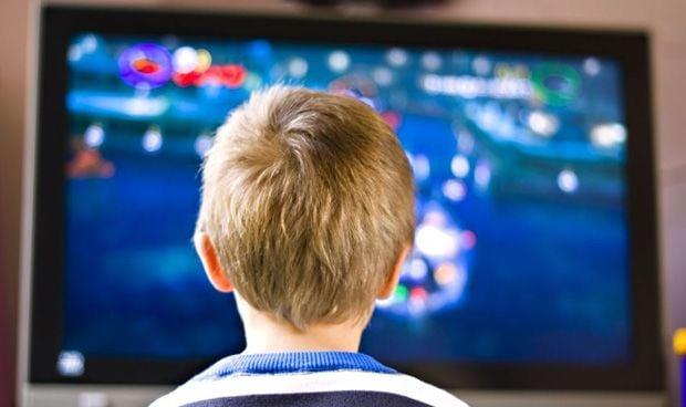 La falta de sueño en niños por la tecnología se confunde con TDAH