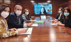 La Farmacia española traslada al Ministerio su labor en la pandemia