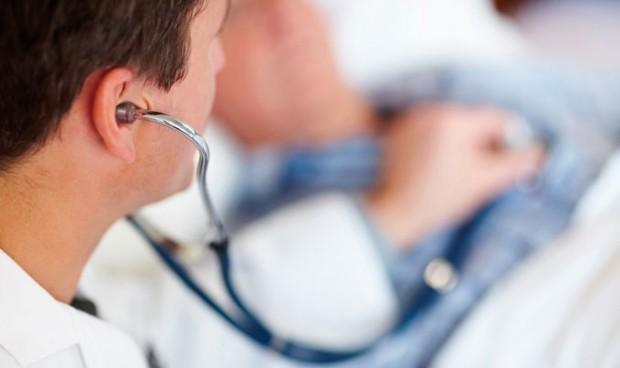 La Fiscalía pide 334 años de cárcel para un falso médico que ejerció 5 años
