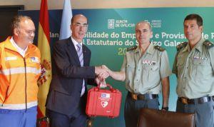 La Guardia Civil recibe 4 desfibriladores para dar una primera asistencia