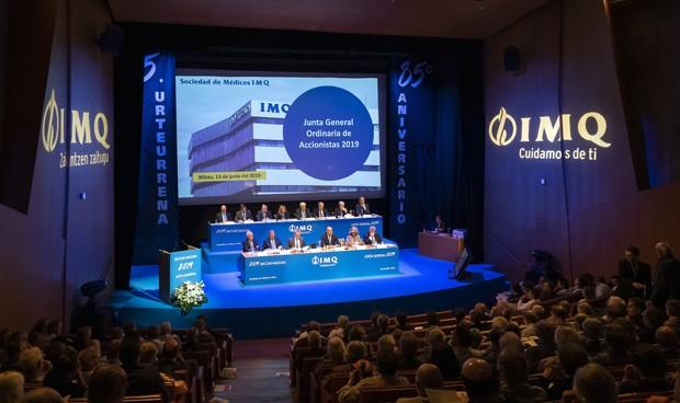 La Junta de Accionistas de IMQ más tensa y multitudinaria