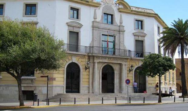 La Justicia castiga con dos años de cárcel al agresor de tres médicos