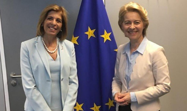 La nueva comisaria europea de Salud recibe las 12 tareas para su mandato