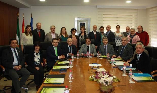 La nueva junta de médicos de Cáceres presenta sus preocupaciones a Vergeles
