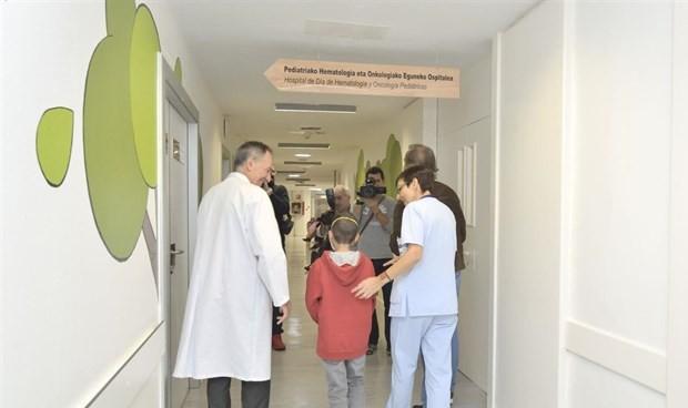 La planta de Oncología Infantil de Cruces se convierte en un bosque animado