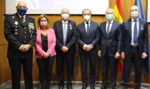 La Policía Nacional condecora al Grupo Asisa por su trabajo ante el Covid