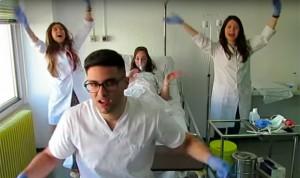 La protesta estudiantil más viral incluye 'perreo' en defensa de la sanidad