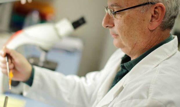 Mojica, padre del CRISPR, ingresa en la Academia Valencia de Medicina