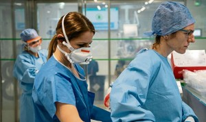 La sanidad acrecienta su brecha salarial, que ya roza los 10.000 euros