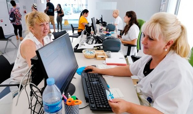 La sanidad catalana dice 'adiós' al mostrador para humanizar su Primaria