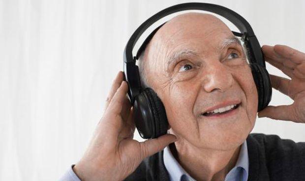 La terapia más curiosa en alzhéimer: 'playlist' musicales personalizadas