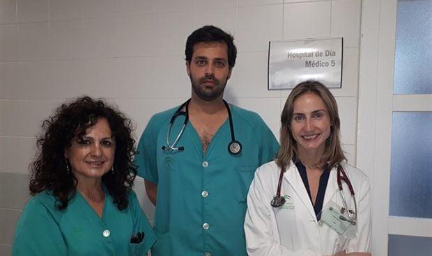 La Unidad Cardiaca del Juan Ramón Jiménez evita un 20% de ingresos