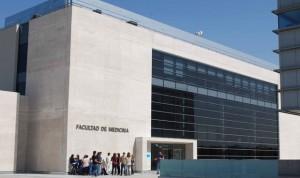 La universidad privada quiere formar más médicos: alta demanda a bajo coste