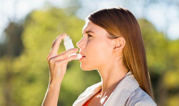 La variación hormonal provoca mayor incidencia del asma en las mujeres