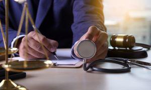 ¿Puede un paciente demandar al médico si existe consentimiento informado?